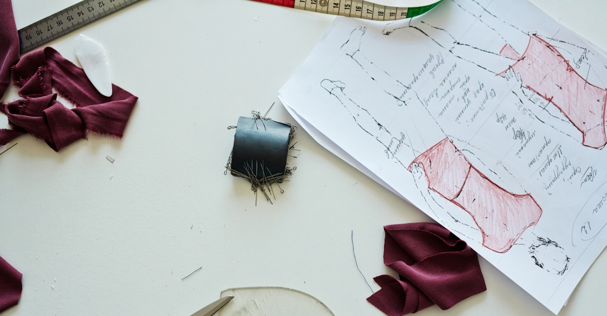 Fashion drawings with threads and fabric on the table